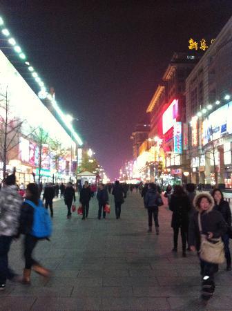 Hongkong Meishicheng(Wangfujing): Wangfujing by night
