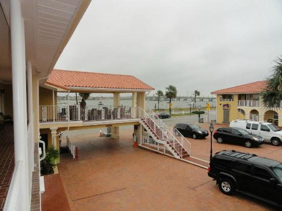 Best Western Bayfront: The covered deck with the Bridge of Lions in the back ground