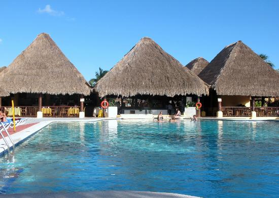 Allegro Cozumel: View of swim up bar