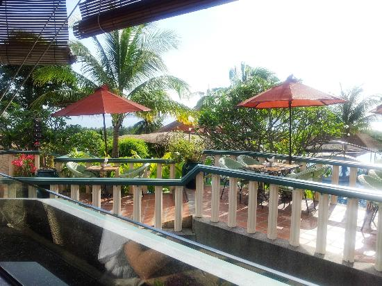 Mangosteen Resort & Ayurveda Spa: Breakfast next to the pool