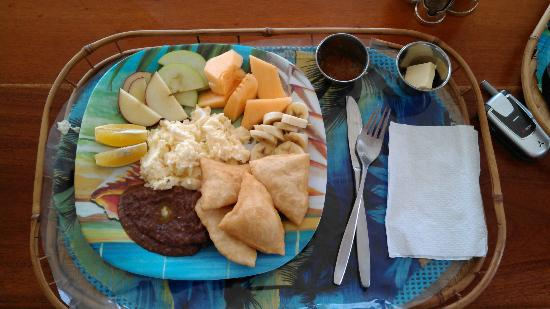 Joyce & Frank's Bed & Breakfast: great Belizean breakfast prepared by Josephine