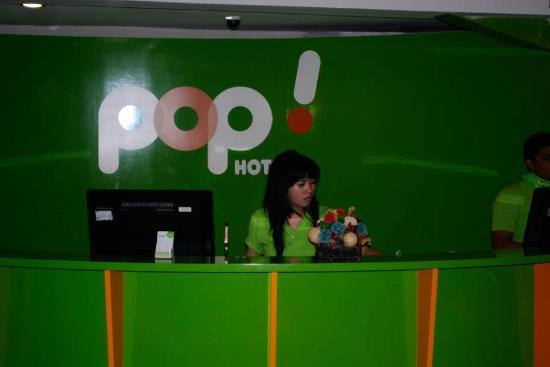POP! Hotel Festival Citylink Bandung: receiptionist