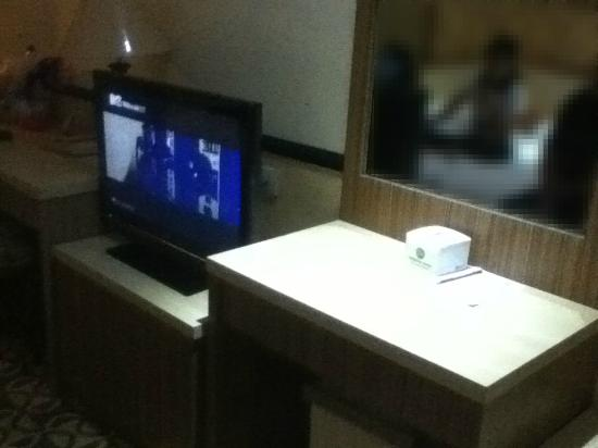 Formosa Hotel: TV/Dresser