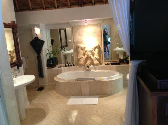 Viceroy Bali: bathroom