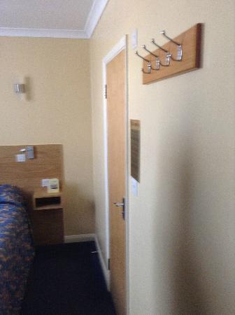 Luna & Simone Hotel: Bathroom door