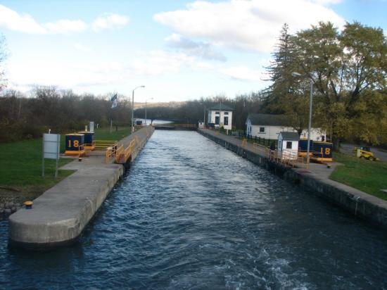 Erie Canal Cruises: leaving the lock after boat is raised