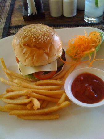 Kafe Bunute: 1/3 lb cheese burger and shoe string fries