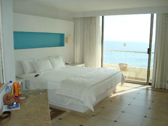 Sunscape Dorado Pacifico Ixtapa: Room -- Queen bed