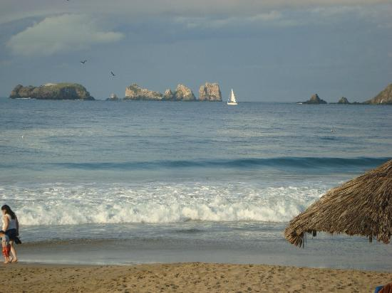 Sunscape Dorado Pacifico Ixtapa: View from beach