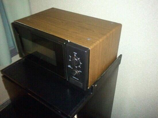 Days Inn Cambridge: Antique microwave