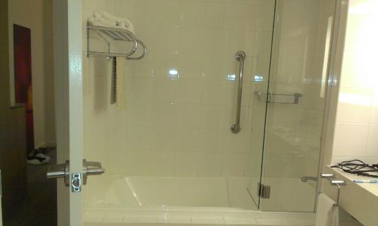 Novotel Brisbane: Bathroom