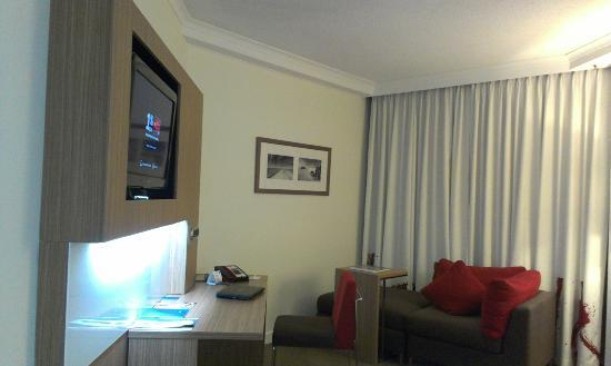 Novotel Brisbane: Lounge Area in room