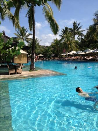 Padma Resort Legian : メインプール