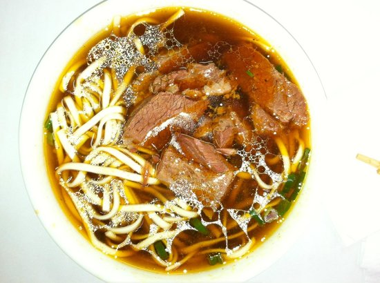 Tao-Yuan-Street Beef Noodle Shop : Beef-Noodle Soup with thick soft beef and thick-wide noodle