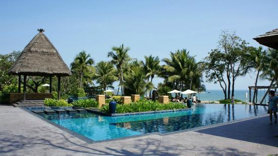 Movenpick Asara Resort & Spa Hua Hin: Beach front pool