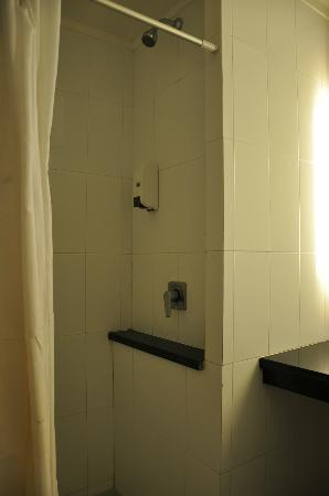 Take's Mansion: Bathroom in Deluxe Double room