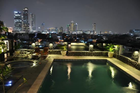 Take's Mansion: Swimming pool at 6th floor with panoramic view of the city