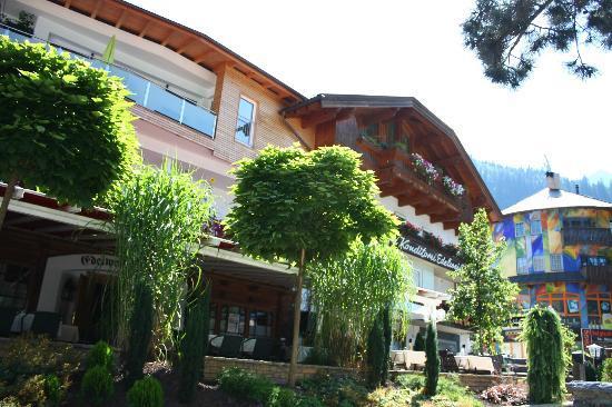 Hotel Edelweiss: Aussenansicht Sommer