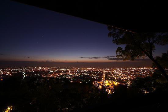 Twin Oaks Villa: 花蓮美麗夜景