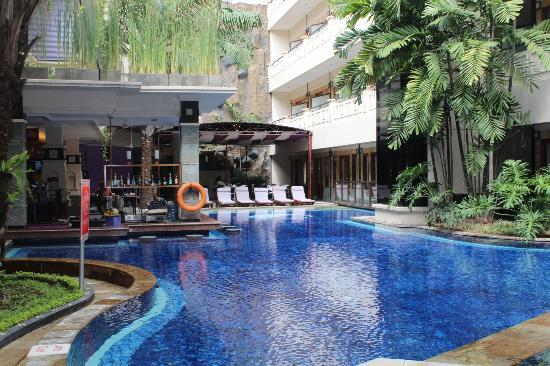 Permata Kuta Hotel by Zeeti International: Pool