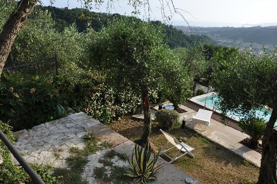 B&B Casa Kiwi Riviera di levante: Terasse mit kleinem Pool