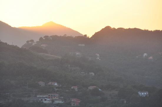 B&B Casa Kiwi Riviera di levante: Aussicht 1 von der Terrasse am Abend