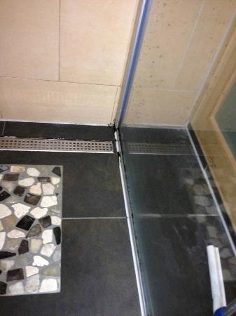 Schimmel in de badkamer - Foto van Center Parcs - De Eemhof ...