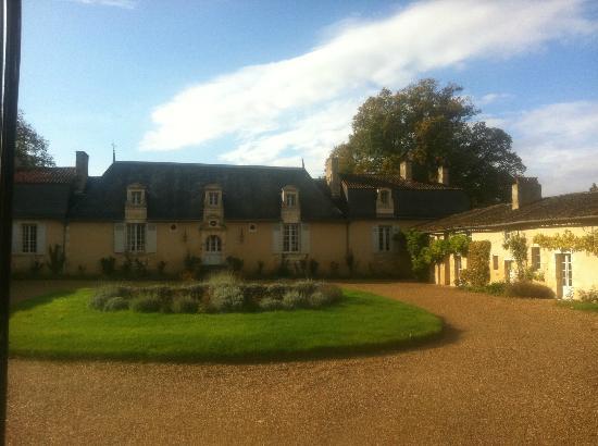 Chateau de Vaumoret : La cour d'honneur