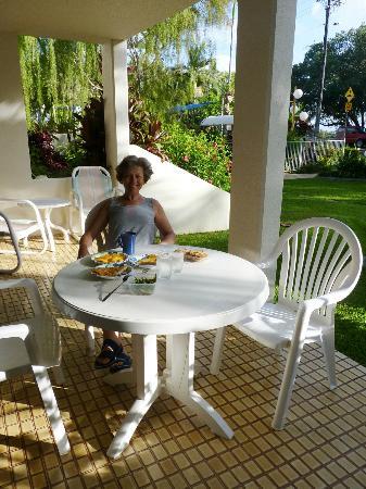 أرجوسي أون ذا بيتش: Frühstück auf der Terrasse 