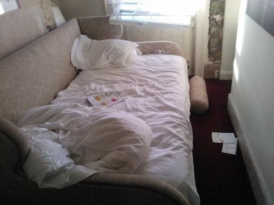 Mike's Guesthouse : the 'queen size' bed