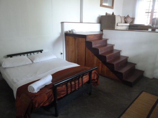 Highbury Colombo: Loft bedroom