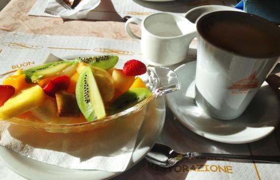 Caffe Vaticano: fruit and coffee, €18.
