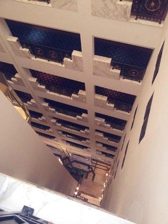 โรงแรมอาราเบียน คอร์ทยาดแอนดด์สปา: Reception... Down there...