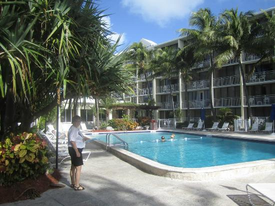 Amara Cay Resort: overlooking pool