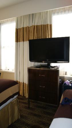 The New Yorker A Wyndham Hotel: TV im Zimmer.