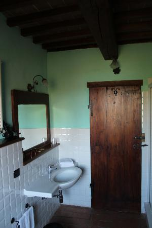 Castello di Petroia: Bathroom