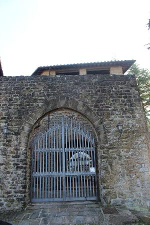 Castello di Petroia : Gates into Castle