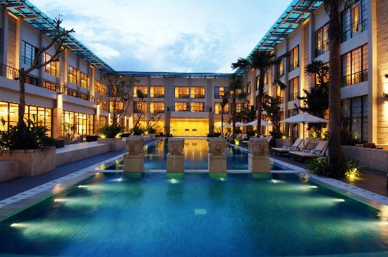 Aryaduta Medan: Pool Courtyard