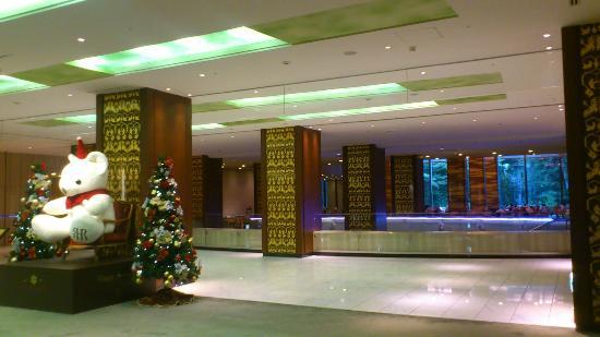RIHGA Royal Hotel Osaka: クリスマスのロビー付近 