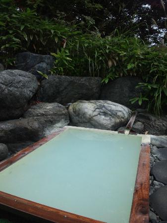 Yamaya: かけ流しの露天風呂