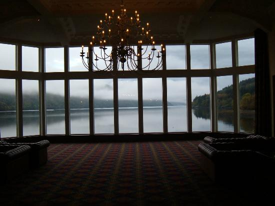 Ardgartan Hotel: Fantastic view of the Loch from front main window.
