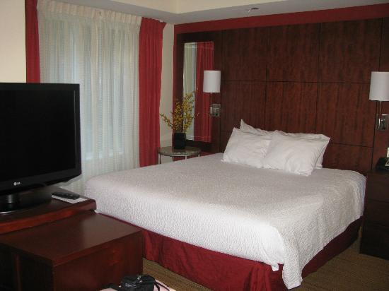 Residence Inn Pittsburgh Monroeville/Wilkins Township: Bedroom Area of King Room