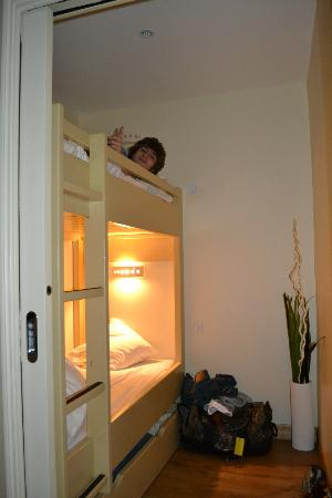 BEST WESTERN Le Cheval Blanc: The bunkroom of the family room, for little to midsize children.
