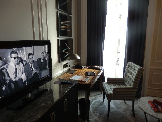 Hotel Maria Cristina, a Luxury Collection Hotel, San Sebastian : tv