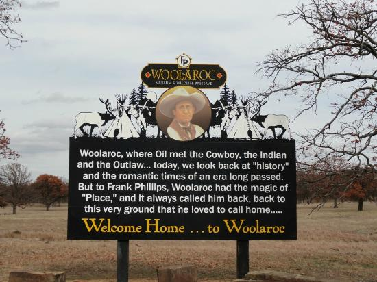 Woolaroc Museum & Wildlife Preserve: Entrance sign at the Woolaroc Museum and Wildlife Preserve