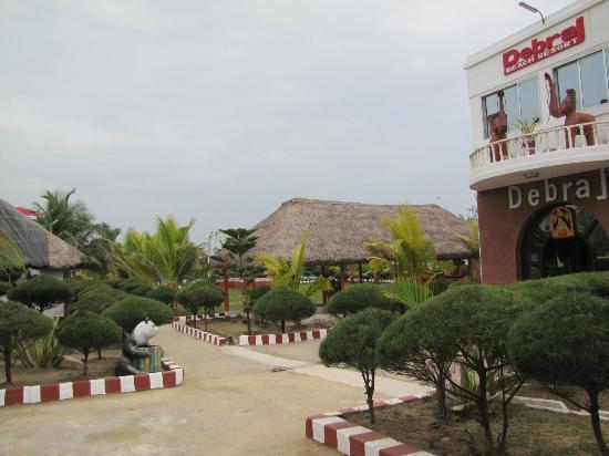 Debraj Beach Resort: dining hut next to office in new building