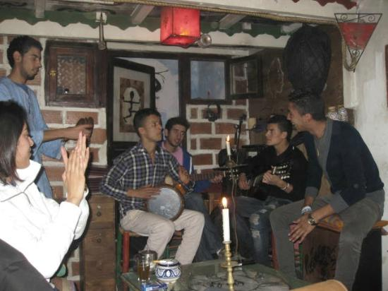 Restaurant Des Arts : Gnawa music being performed at the Cafe