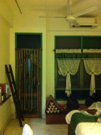 Pak Chiang Mai: room