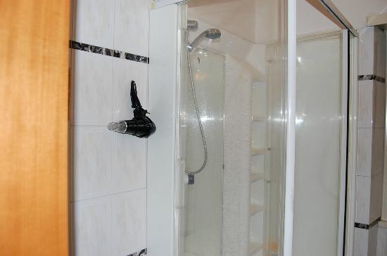 Al Ciak B&B : bagno con doccia