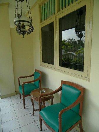Hotel Brongto: de veranda bij de kamer